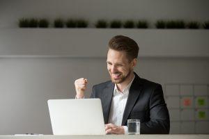 como funciona um leilão online